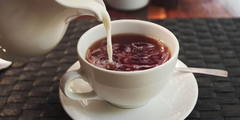 شیر چای چیست؟ بایدها و نبایدها درباره این ترکیب پرطرفدار!
